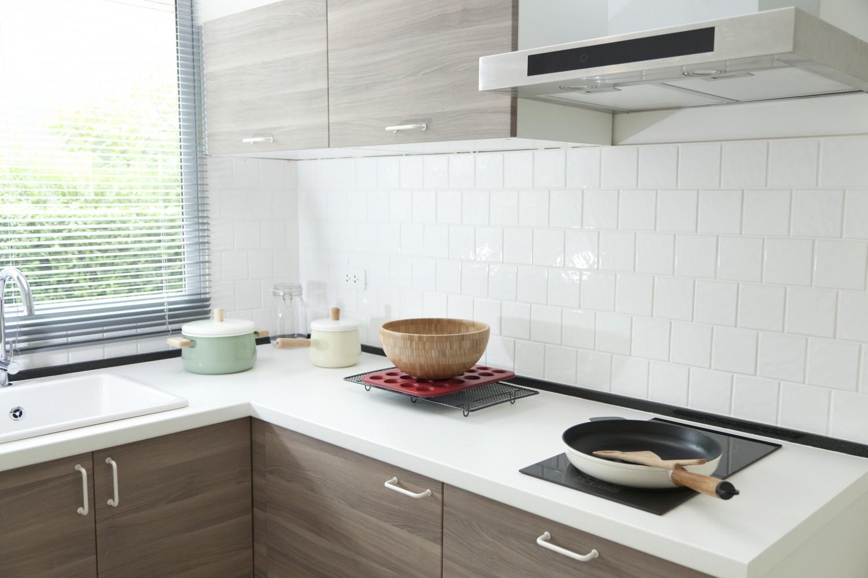 cocina azulejos blancos